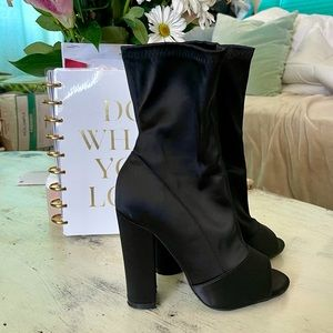 OLIVIA FERGUSON Black Bootie Heel Open Toe 6